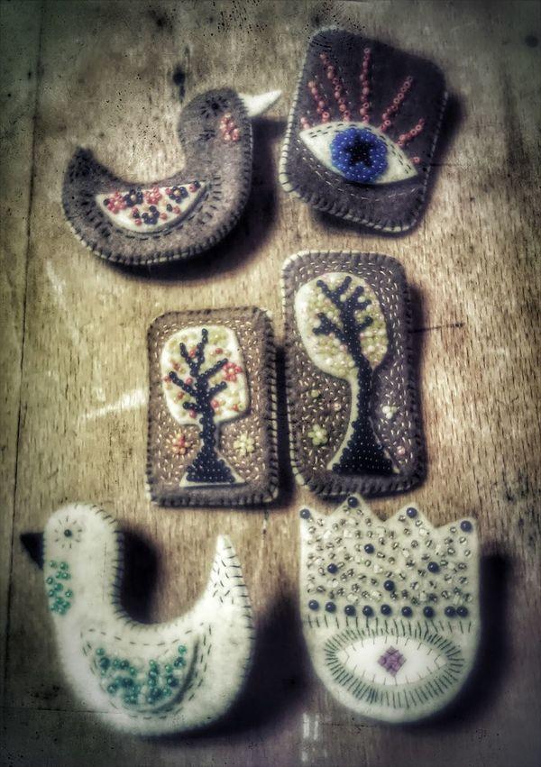Стильные броши подчеркнут ваш образ. Есть в них что-то особенное. Материал: фетр, бисер. Цена 70грн. Enjoying Life Ukrainianfashionweek Kazkova Maisternya Handmade Crafts ✂️ Felt Art, Drawing, Creativity Ukraine Ukrainian