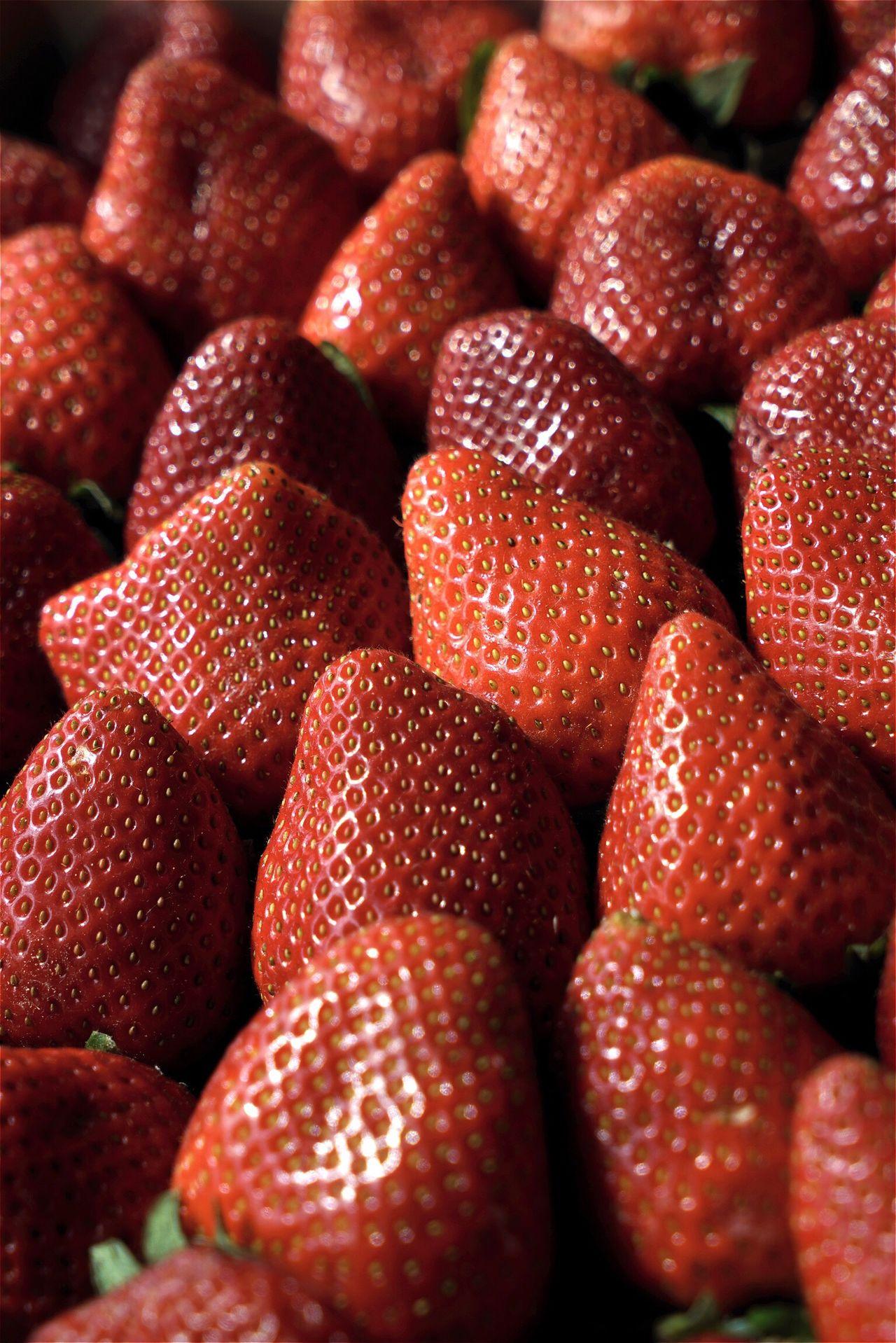 Erdbeer Erdbeeren Strawberry Strawberries Fruit Fruits Open Edit Close-up AMPt_community Tadaa Community Eye4photography  Food Foodphotography Color Palette