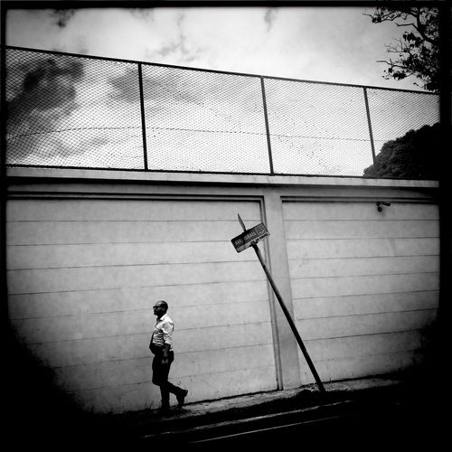 Panama City - Panama / ©Aaron Sosa www.aaronsosaphotography.com www.aaronsosablog.com iPhone 6 + Hipstamatic Panama City Check This Out Panamá Photography Taking Photos Black And White Blackandwhite IPhoneography Hipstamatic Streetphotography