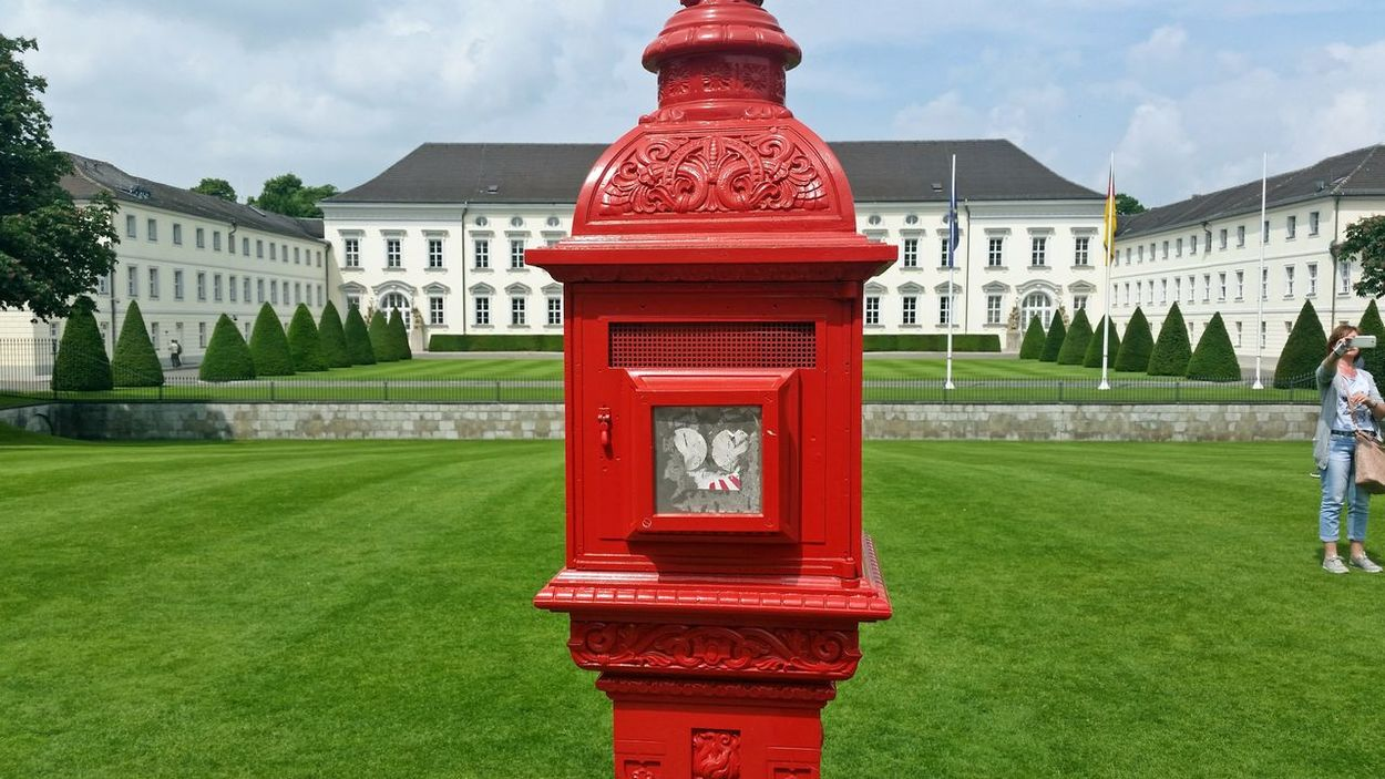 """Schloß Bellevue - Bellevue palace, residence of the German """"Bundespräsident"""", 2016 2017 Architecture Bellevue Bellevue Palace Berlin Briefkasten Bundespräsident Bundespräsidenten City Day Election Election Day Germany Grass Kandidat Outdoors Politics Politics And Government Postbox Public Mailbox Red Residency Schloss Suche Wahl"""