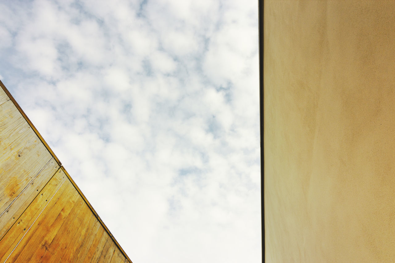 Architecture Architecture Building Exterior Buildings EyeEm Best Edits Eyeemphoto Home Lines Minimalist Architecture Pattern Sky Yellow Contrast Geometric Shape Minimalism Personal Perspective