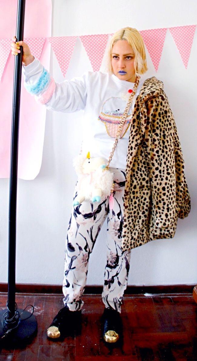 Shooting fenton sweatshirt+sheepacorn bag ⚜💖 after crop🎠 Designer  Bag Portraits Glitter Girl Eye4photography  Pastel Power Magic Gold Fantasy Etsy EyeEm EyeEm Gallery EyeEm Best Shots Bagdesigner Ice Cream Embroidery Portrait Fashion&love&beauty Fashion Makeup Leopard Flower Sweet Neobaroquequeen