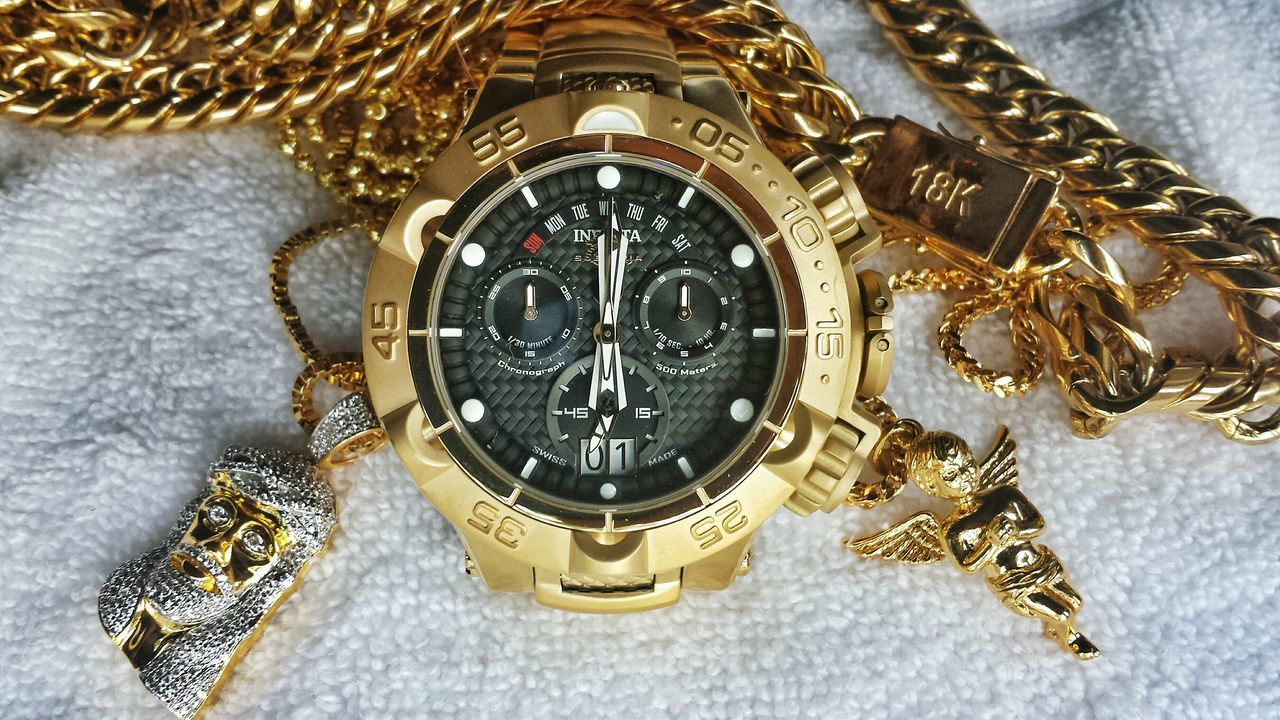 gold colored, jewelry, gold, fashion, close-up, time, pocket watch, luxury, watch, no people, beauty, indoors, day
