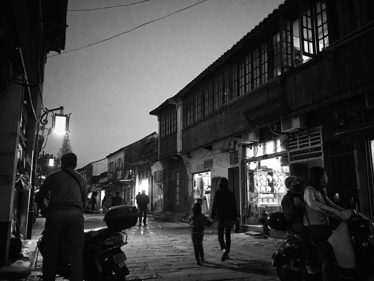 Built Structure Real People Street Outdoors Night Eye4photography  Blackandwhite EyeEm Taiwan Still Life Daily Life EyeEm Gallery My Black & White Photography Bnw_life Night Lights Night View Street Photo Streetphotography Bnw