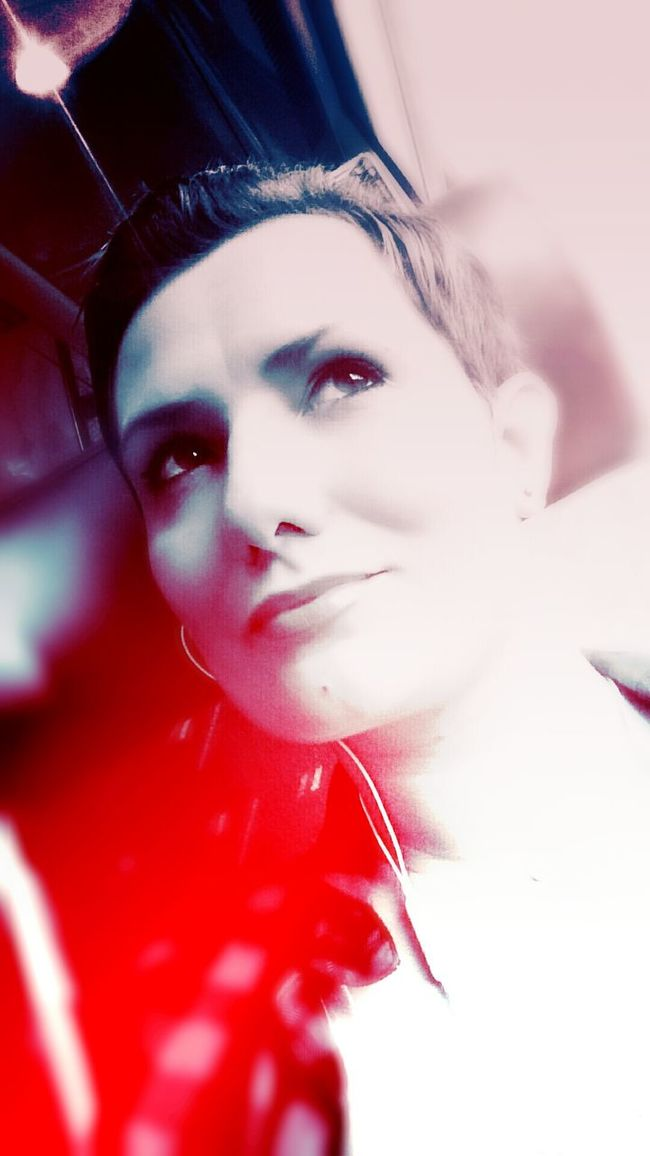 """Red Portrait Womanity  Colors...!!! Question De Point De Vue... Fait Le Vide Dans Ta Tête...! """"on ne voit bien qu'avec le coeur, l'essentiel est invisible pour les yeux..."""""""