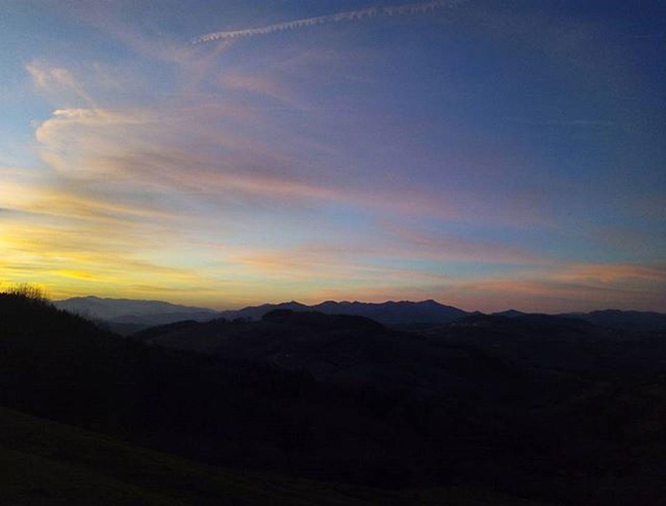 Y cada vez que lo pienso , quiero volar aún más alto. Viajandoalnorte Paisvasco Beasain Txindoki Mountains Landscape Nature Senderismo100 % Iwantmore