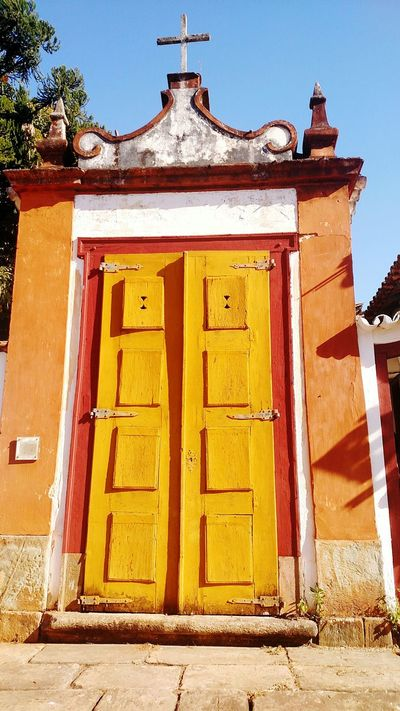 Capela em Tiradentes, Minas Gerais Architecture Built Structure Building Exterior Door Entrance City Day Outdoors Brazil Minas Gerais Tiradentes -MG Tiradentes Gate Chapel Church