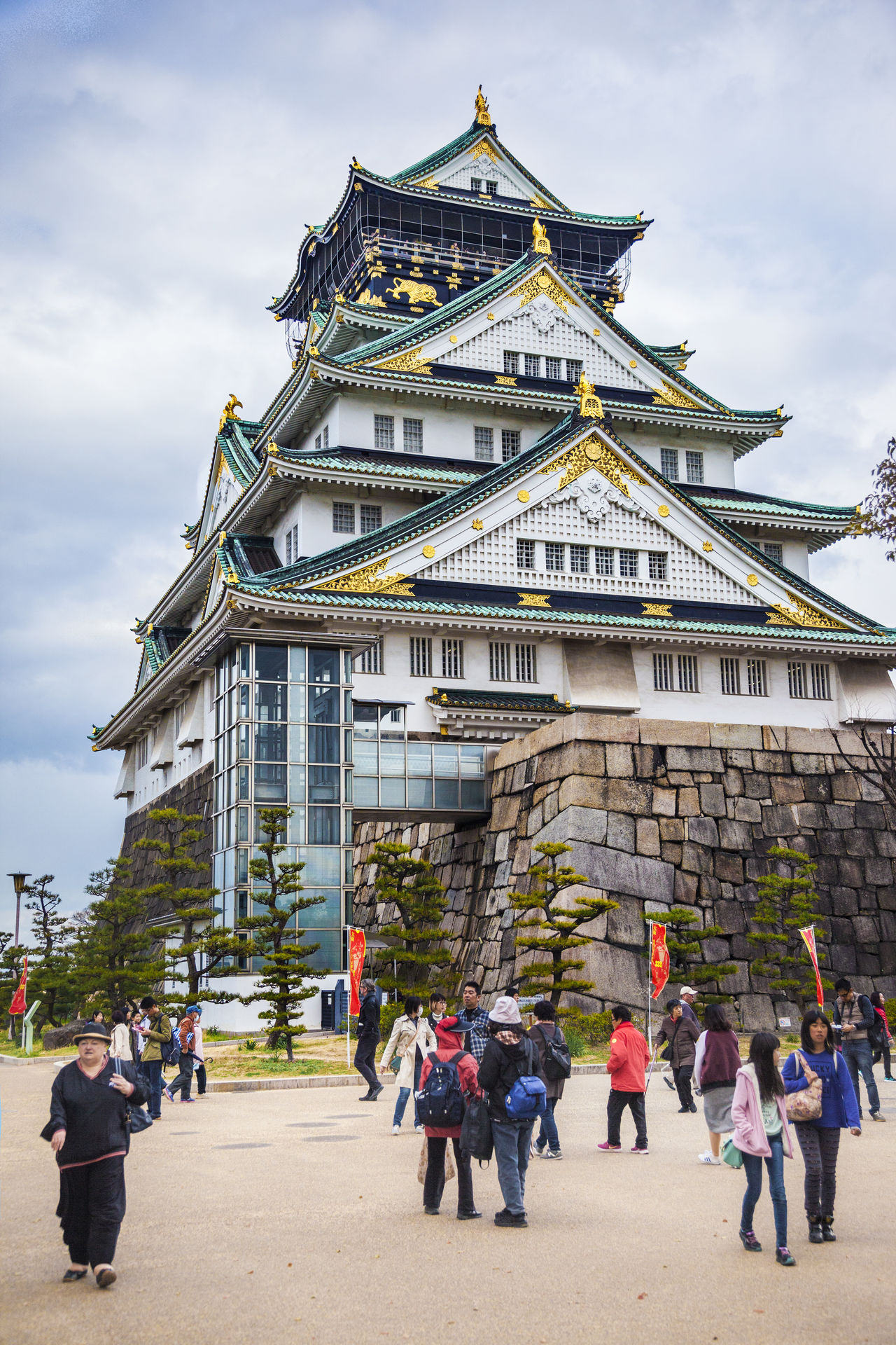 Ultimate Japan Japan OSAKA Osaka Castle Relic Vertical Composition Architecture Castle Tower City Life Cloud Cloud - Sky Cloudy Day Famous Place Famous Tourist Attractions History Leisure Activity Lifestyles Outdoors Sky Tourism Tourist Travel Destinations