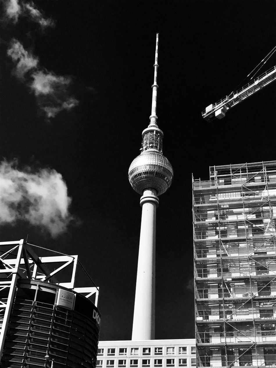 Berlin TV Tower :) Berlin Berlin Photography Berlinstagram Fernsehturm Fernsehturm Berlin  Fernsehturmberlin Tvtower #berlin #alexanderplatz Tower City No People Bnw_captures Bnw Bnwphotography Bnw_collection
