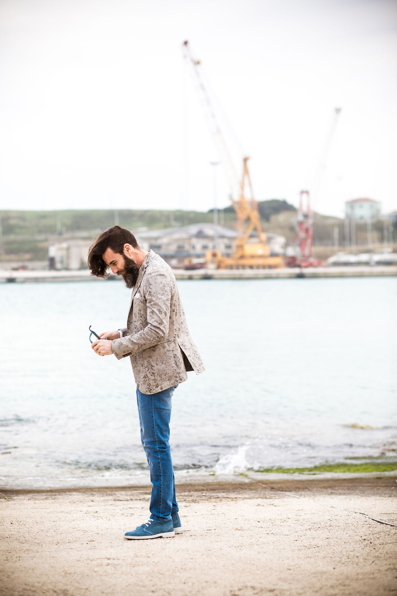 Beautiful stock photos of baer, full length, side view, sea, casual clothing