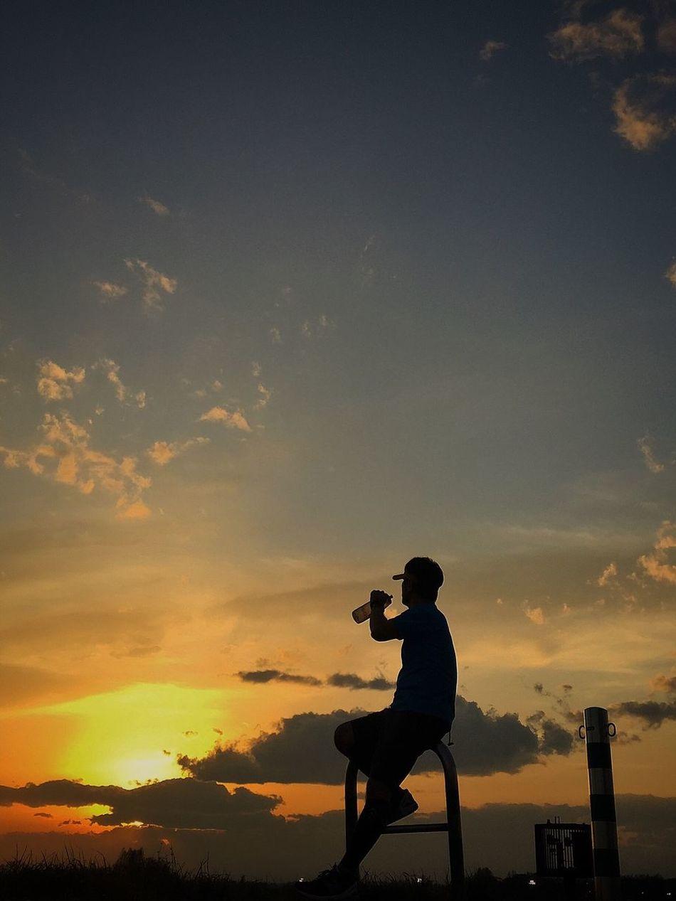 お疲れサンセット IPhoneography EyeEm Best Shots Beautiful Day EyeEmBestPics Myfavoriteplace Beautiful View Enjoying The Sun Peace And Love Running Around Sunrise_sunsets_aroundworld シルエットロマンス Beautiful Sunset Enjoying Life 楽しいひと時