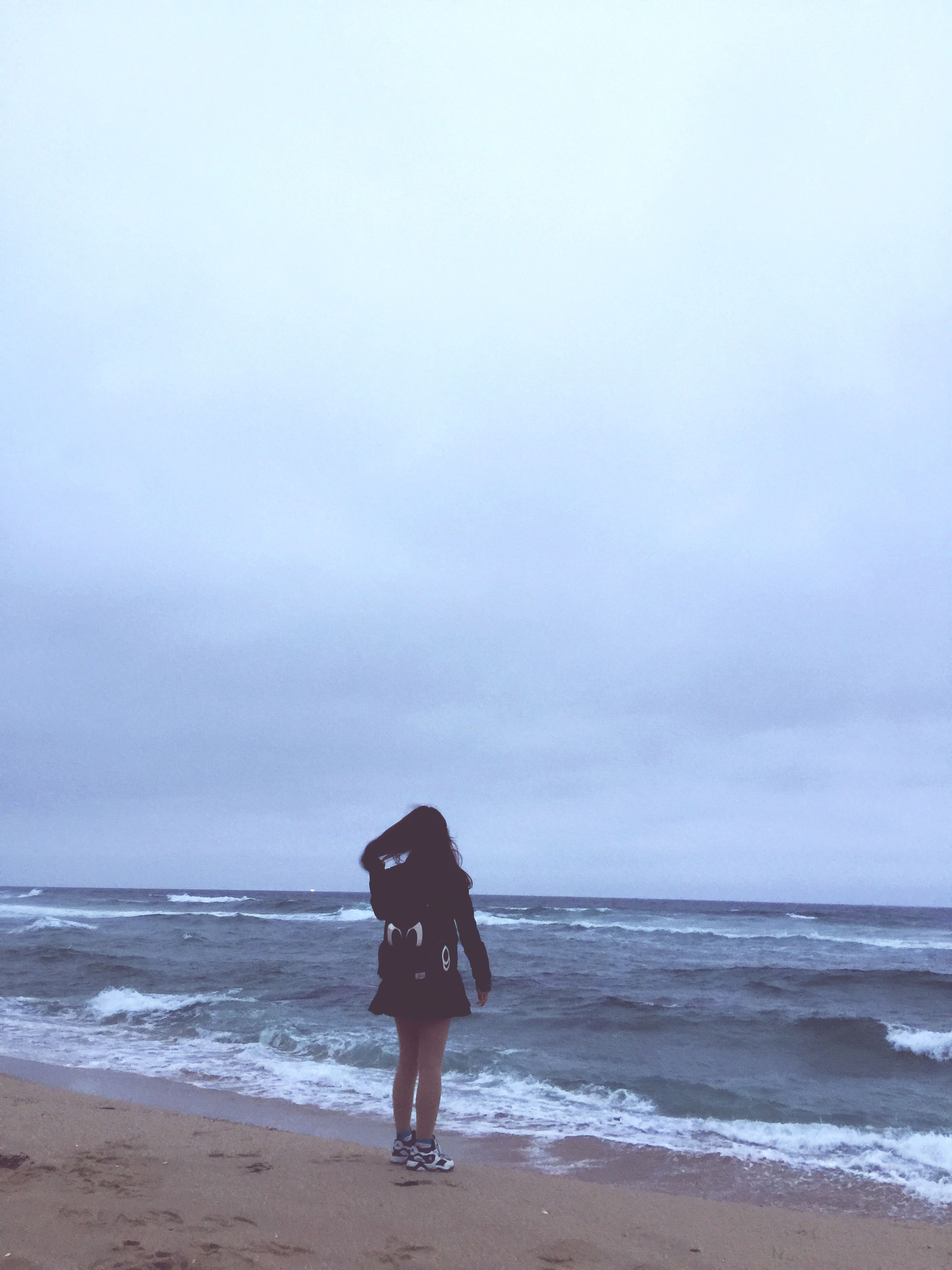 beach, sea, horizon over water, shore, sand, water, sky, rear view, tranquil scene, tranquility, full length, standing, scenics, leisure activity, lifestyles, beauty in nature, wave, nature