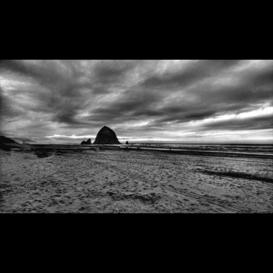 Last day on the beach from our vacation Oregoncoast Pacificcoast PNWonderland Lumiaphotography Lumiagraphy LumiaLove Blackandwhite Bnw Blackandwhitephotography Landscapes_captures Landscapesoftheday Bnwlandscapes Bwphoto Bwmasters Bw_masters AnselAdams Anseladamswilderness Hdrphotography Myawaycontest