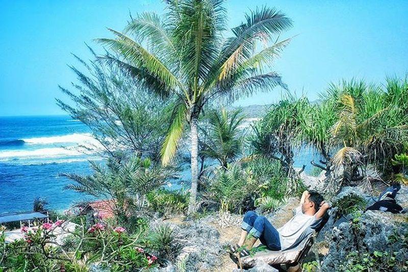 Santai kaya di pantai Pantai Sundak Gunungkidul Camera Canon