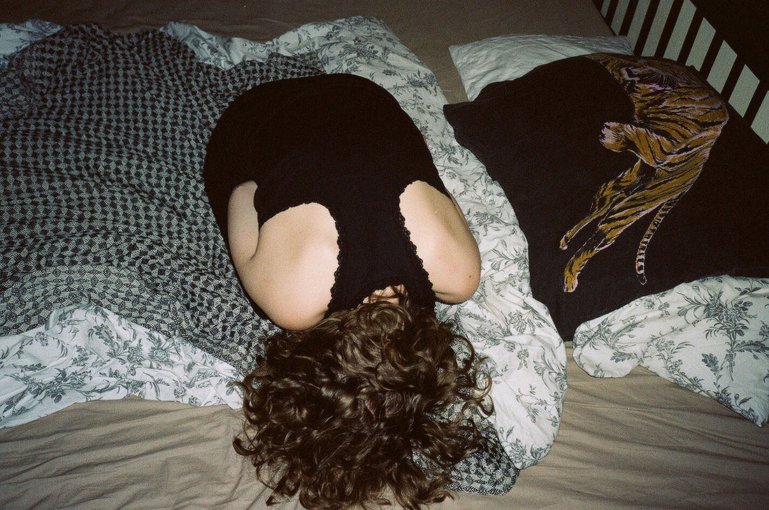 Analogue Photography Curly Hair Embryo Flowers Girl In Bed Mju2 Tiger