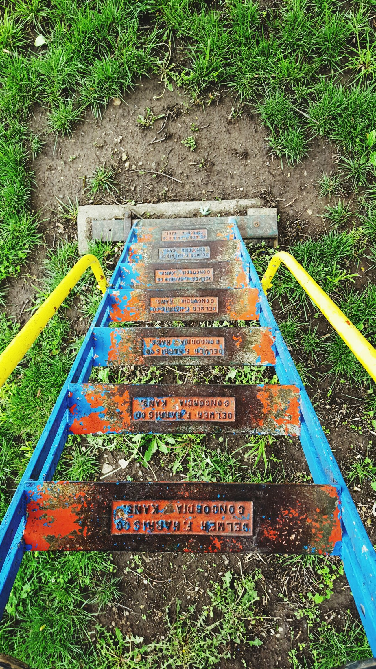 Slide Metal Rust Rusty Rusty Things Rusty Metal Rusty Goodness RustyLicious Rustygoodness Playground Playground Equipment The Past Steps Steps And Staircases Steps And Stairs Colorful Play Playing Playtime Playgrounds Vintage Old Steep Handrails Taking A Break