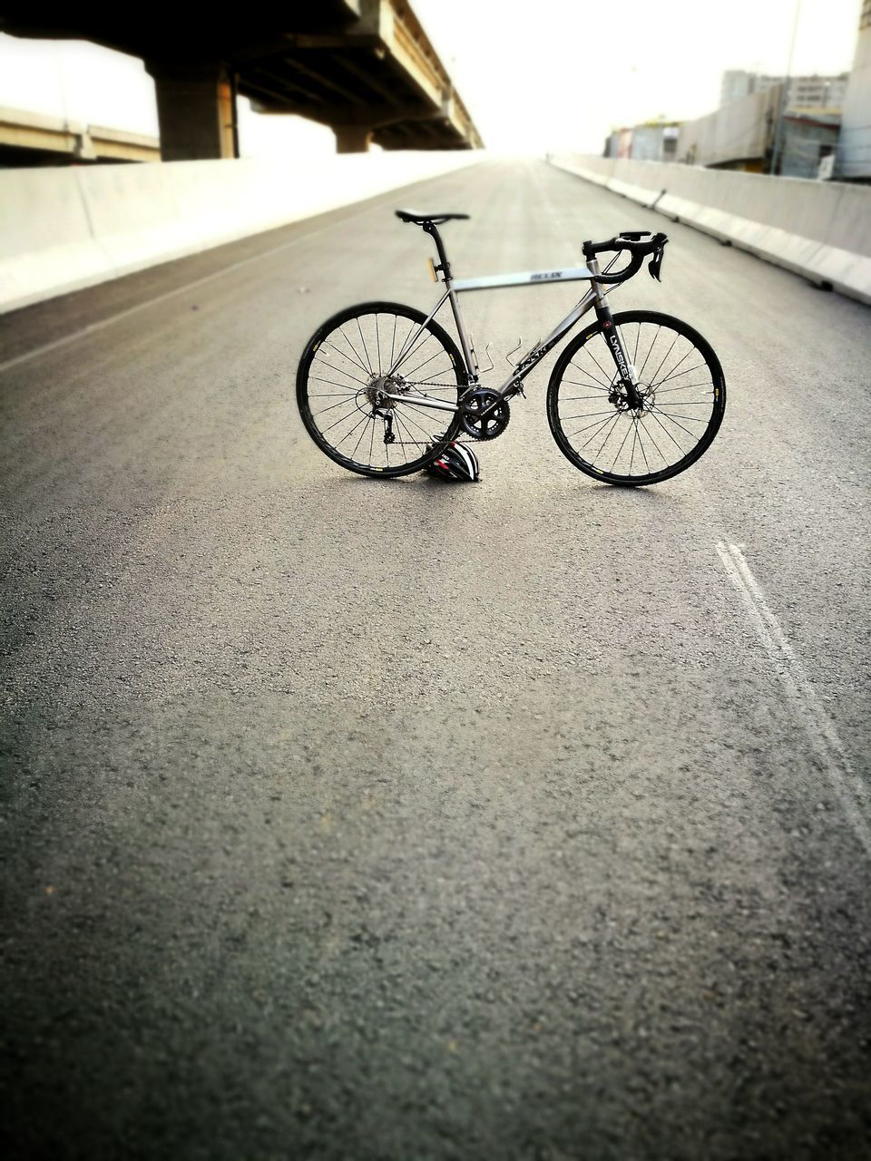 bicycle, transportation, mode of transport, land vehicle, stationary, no people, day, outdoors, built structure, architecture, city, close-up