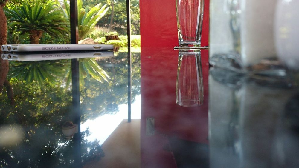 Bar - Drink Establishment Day Restaurant Cafe Chilled Vibes Reflection Glass Glass Reflection Red Green Relaxing