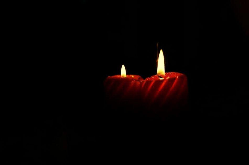 Luz Luz De Velas Romantico Fire - Natural Phenomenon Flame Burning Candle Heat - Temperature Red Black Background Indoors  No People Illuminated Inferno Close-up
