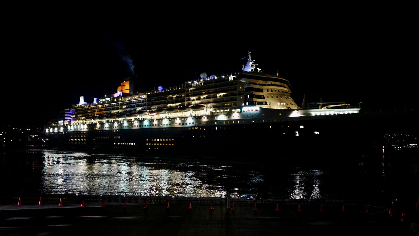 Departure Times 22:05 Turn right, Luxury Liner Cunard RMS Queen Mary 2 Matsugae International Terminal, Nagasaki https://youtu.be/8qA7KEB6kCU ◀️ another person Video recording. Real Photography 28mm F/1.7 handheld Photos ( MacBook Air ) edit 16:9 Crop Illuminated Night No People Outdoors Night Lights Night Photography Walking Around Taking Pictures 長崎市 松ケ枝国際ターミナル 25, March 2017 Yesterday Night