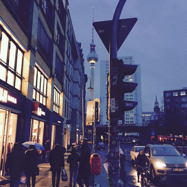 Hauptstadt Urban City Berlin Rain Shootermag Street Photography Streetphotography