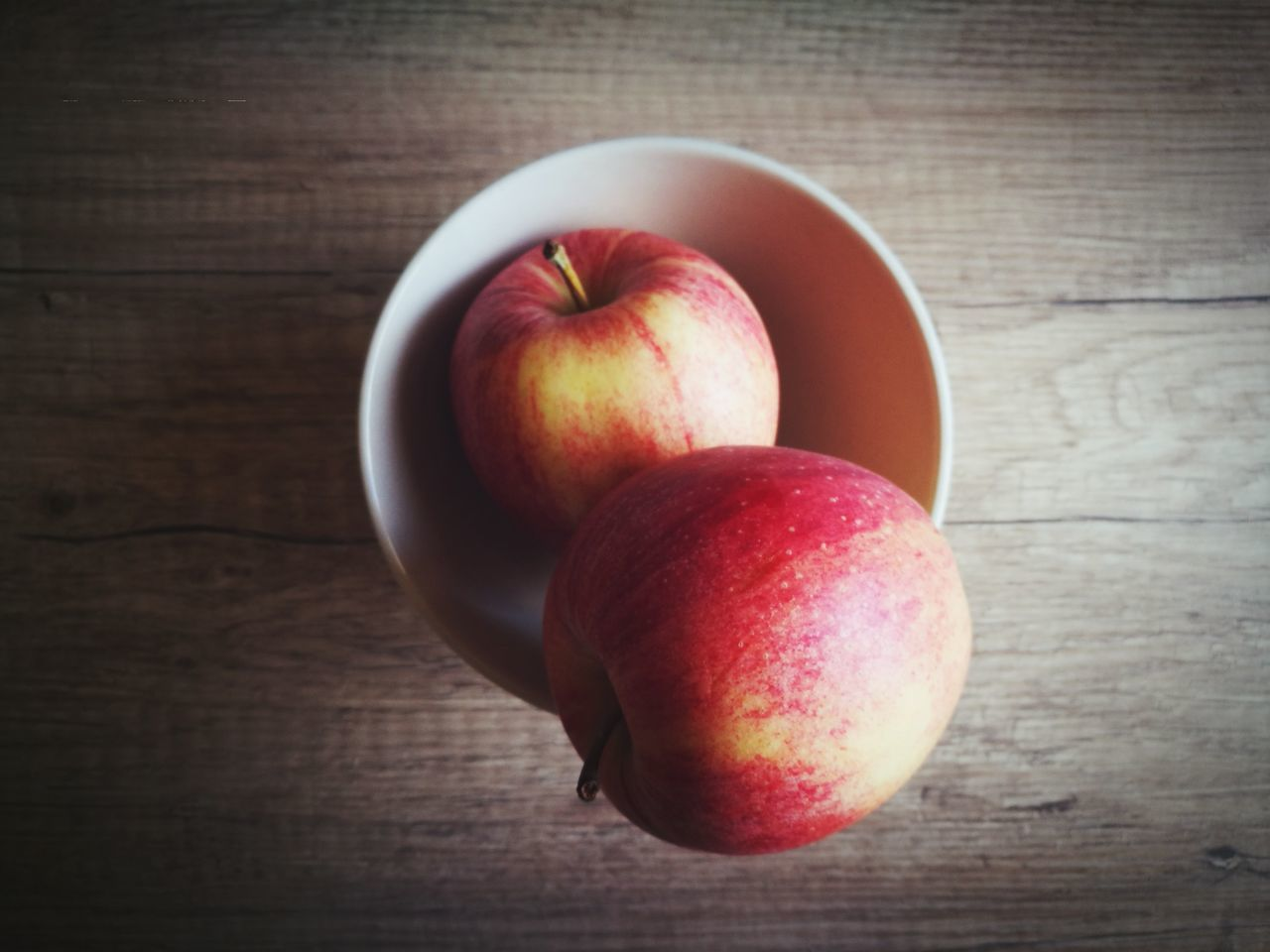 Fruit Healthy Eating Freshness Apple - Fruit Apple Apples Food And Drink Food Table Wood - Material Red Close-up Vegan Vegetarian Food Healthy Lifestyle Healthy Food Fresh HuaweiP9 Minimalism Still Life Huaweiphotography Sweet Food An Apple A Day Gala Apple