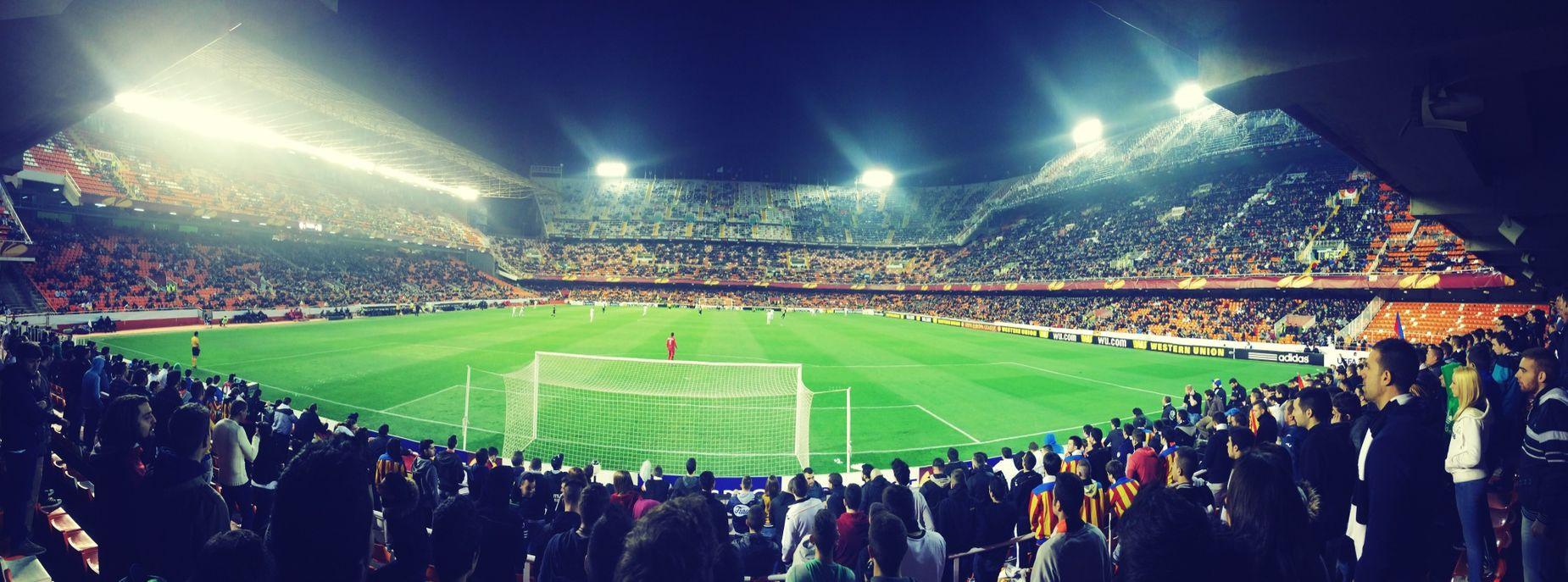 Fotos que siempre gustan hacer , noche de fútbol ?☺️