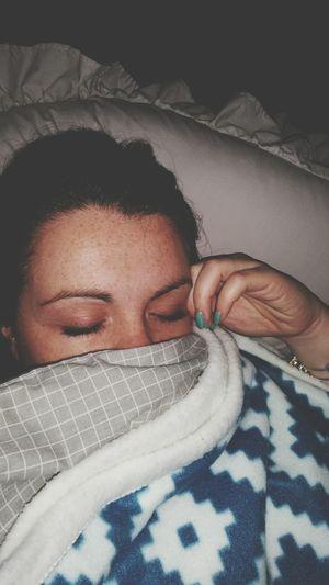 Goodnight That's Me Sleepy Time Bed Warm Cozy Winternights Tiredselfie Blankets Pillows