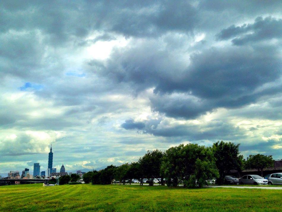 又要變天了! Clouds And Sky Landscape