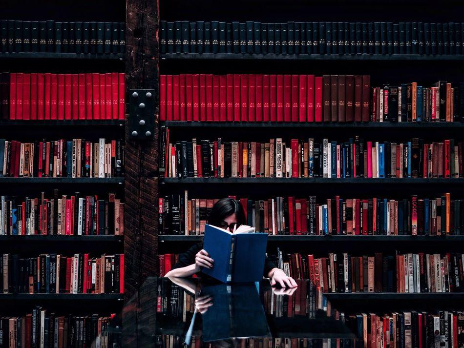 Beautiful stock photos of bücher, 30-34 Years, Book, Bookshelf, Chair