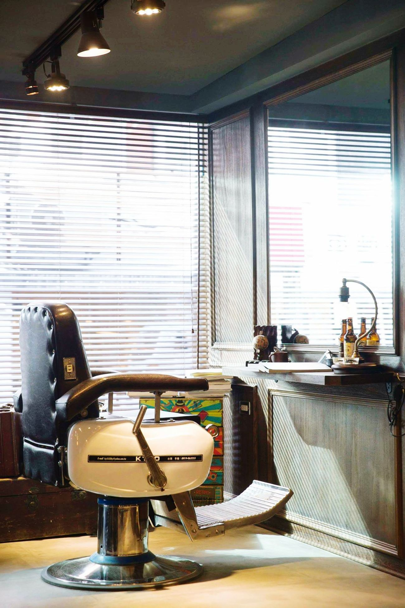My working place💈https://www.instagram.com/edgarsunhair/First Eyeem Photo Barbershop Barberlife Mensfashion Menstyle Menshairstyle GQ Oster Undercut Undercuthair Slicked 髮型設計 Edgarsunhair Hairsalon Hairstyle Hair Haircut Hairstylist