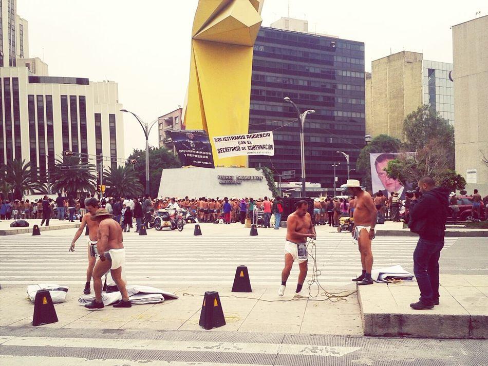 Los de la CNTE... Teachers.... Manifestation Naked WTF!!!