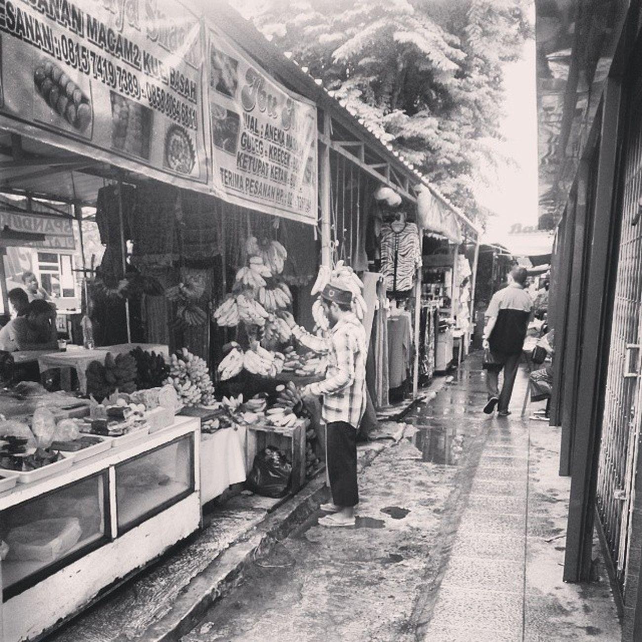 Gangway maestik market INDONESIA Indonesianmarket Maestik Market jakarta instagram instadaily bw blacknwhite