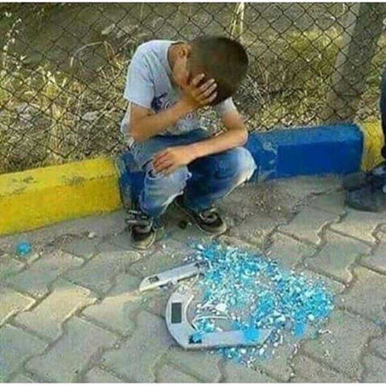 نەگری چونکی گریا تە عەرشێ دل ڕەقی یا دەولەمەندا هەژاند، باش بزانە گریا هەژاران ژ پشت پەردان نابوریت و ئەو ترازیا لبەر سینگێ تە هاتیە شکاندن ژ دلێ دایکەکا جەرگ سووتی یا دروستکری ئەڤجا دلێ خوە ئارام بکە