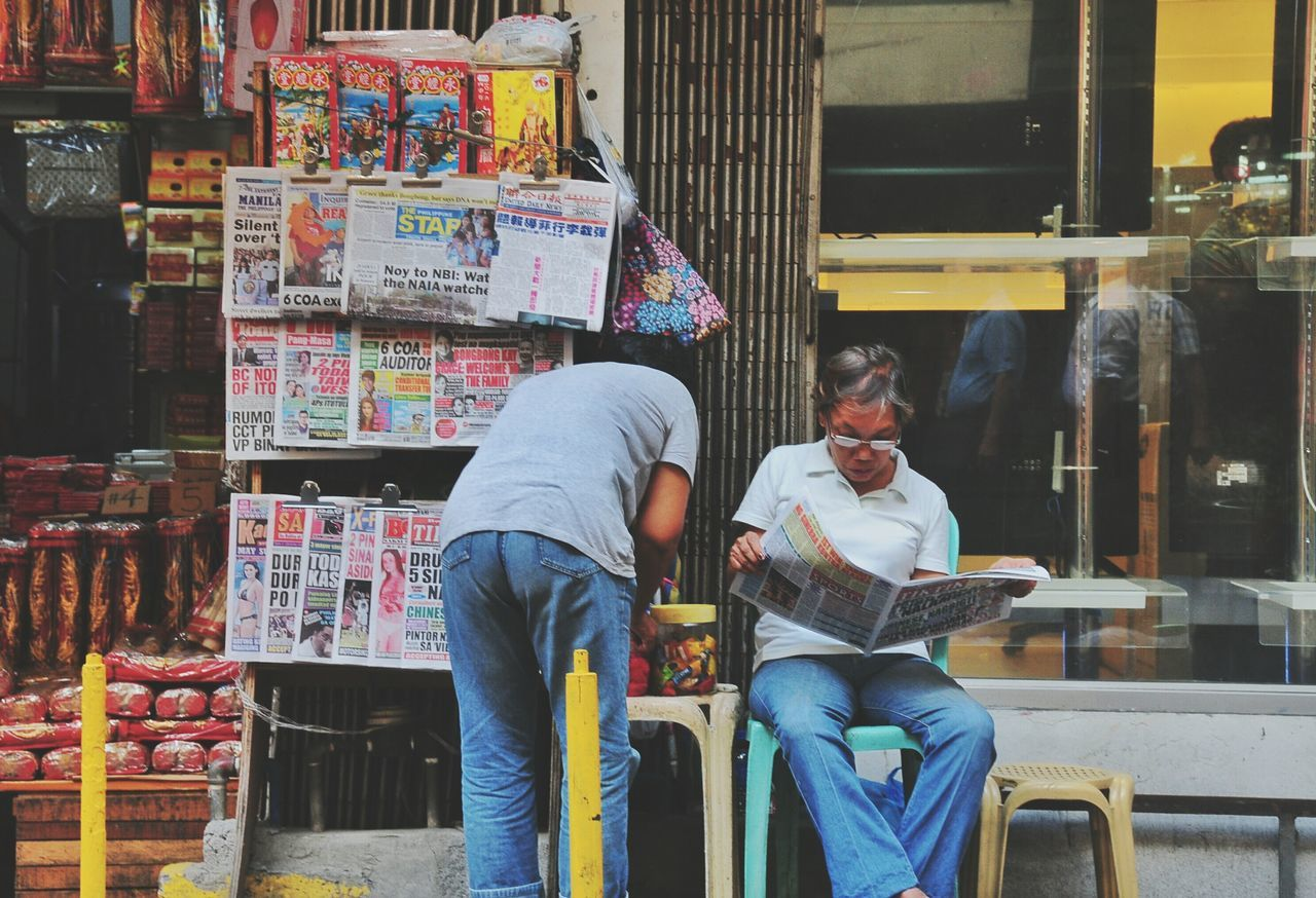 People Photography Documentary Documentaryphotography Photojournalism Every Picture Tells A Story Busy People Reading Newspaper Street People Streetviews The Week On EyeEm