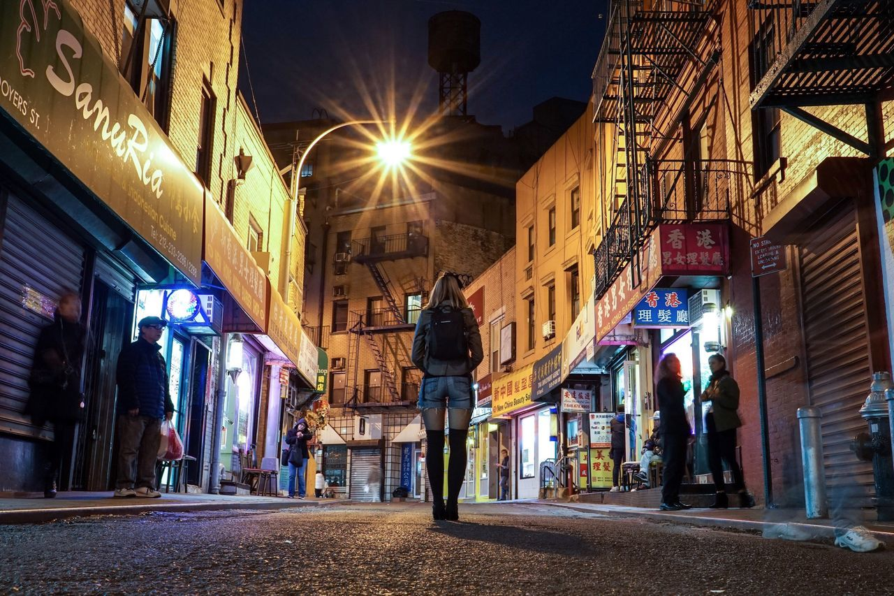 Chinatown Embrace Urban Life Chance Encounters