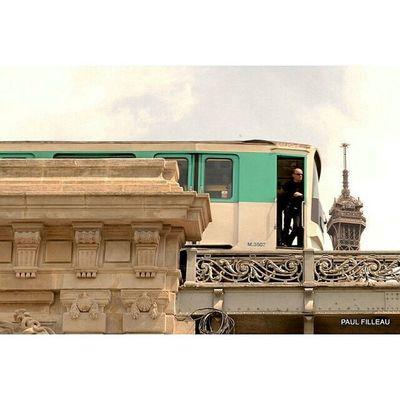 Tour Eiffel Streetlife Streetphotographyparis Streetphotography Street Paris Toureiffel Eiffeltower Nikon
