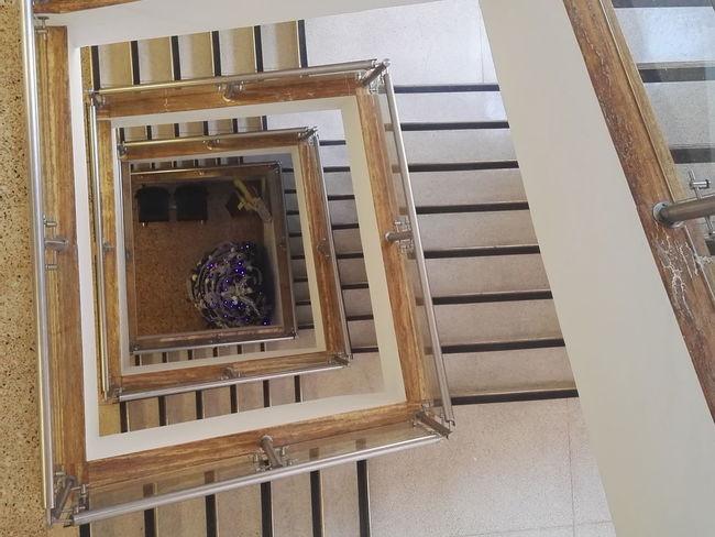 Bajando Las Escaleras Escaleradecaracol Bajando Pisos Abajo Secuencia En Las Escalera