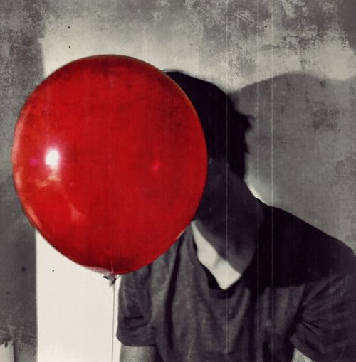 🎈 Red Color You'll Float, Too Alone In The Dark