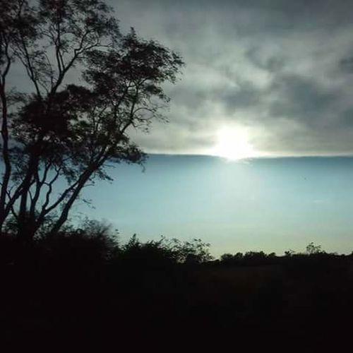parecia que las nuves y el cielo estaban juntos