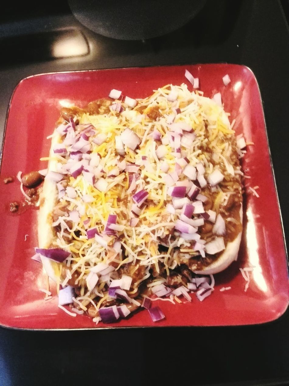 Summer Dogs Chili  Cheese! Onion Onions Chili Dogs Summer Food Good Eats Red Black Plate Plate Of Food Square Square Plate Red Plate Dinner Dinner Time Dinnertime