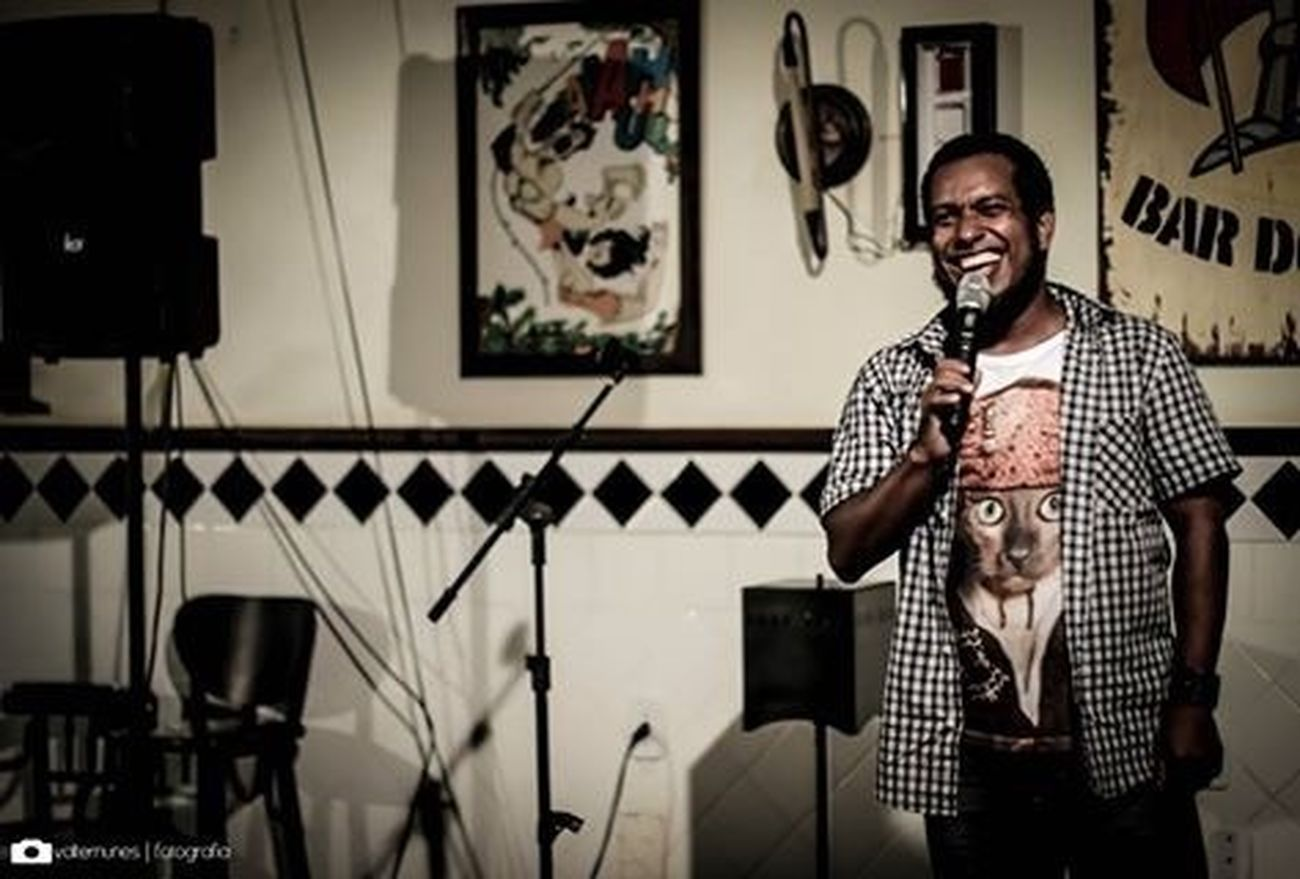 Stand Up Comedy com Edson Duavy! / Stand Up Comedy with Edson Duavy! Photo Art Stand Up Show