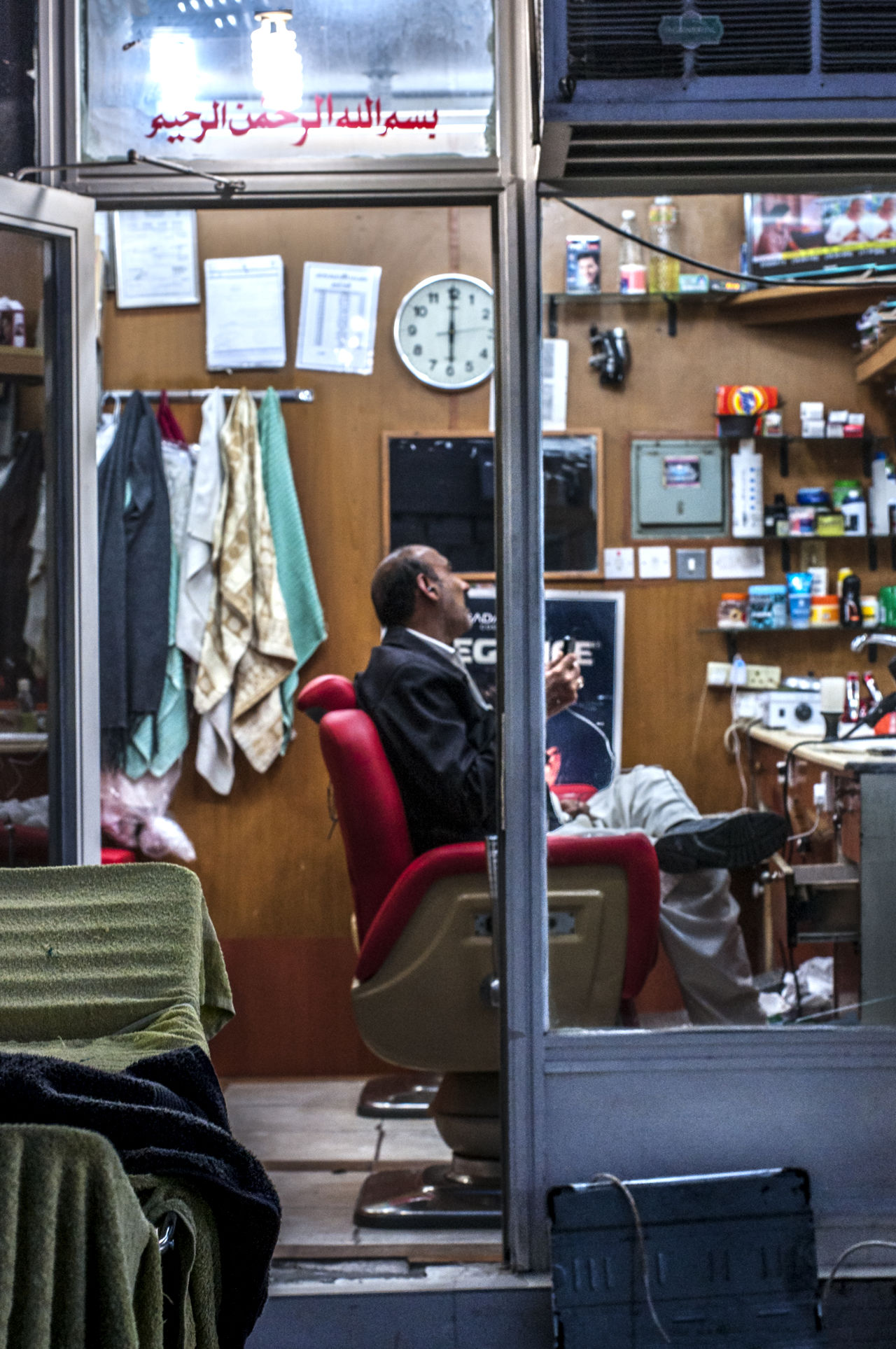 Our speciality : the Clean Cut... (obviously)😜 Barber Barbershop Clean Haircut Lifestyles Neighborhood Map Old-fashioned The Street Photographer - 2017 EyeEm Awards Window Shopping
