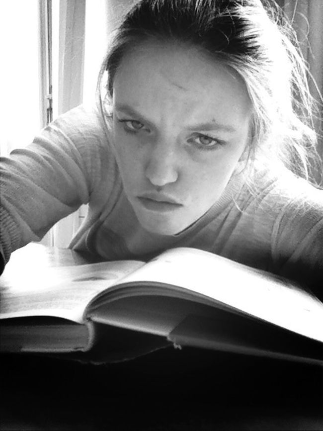Studying ñee Black & White Zoiets