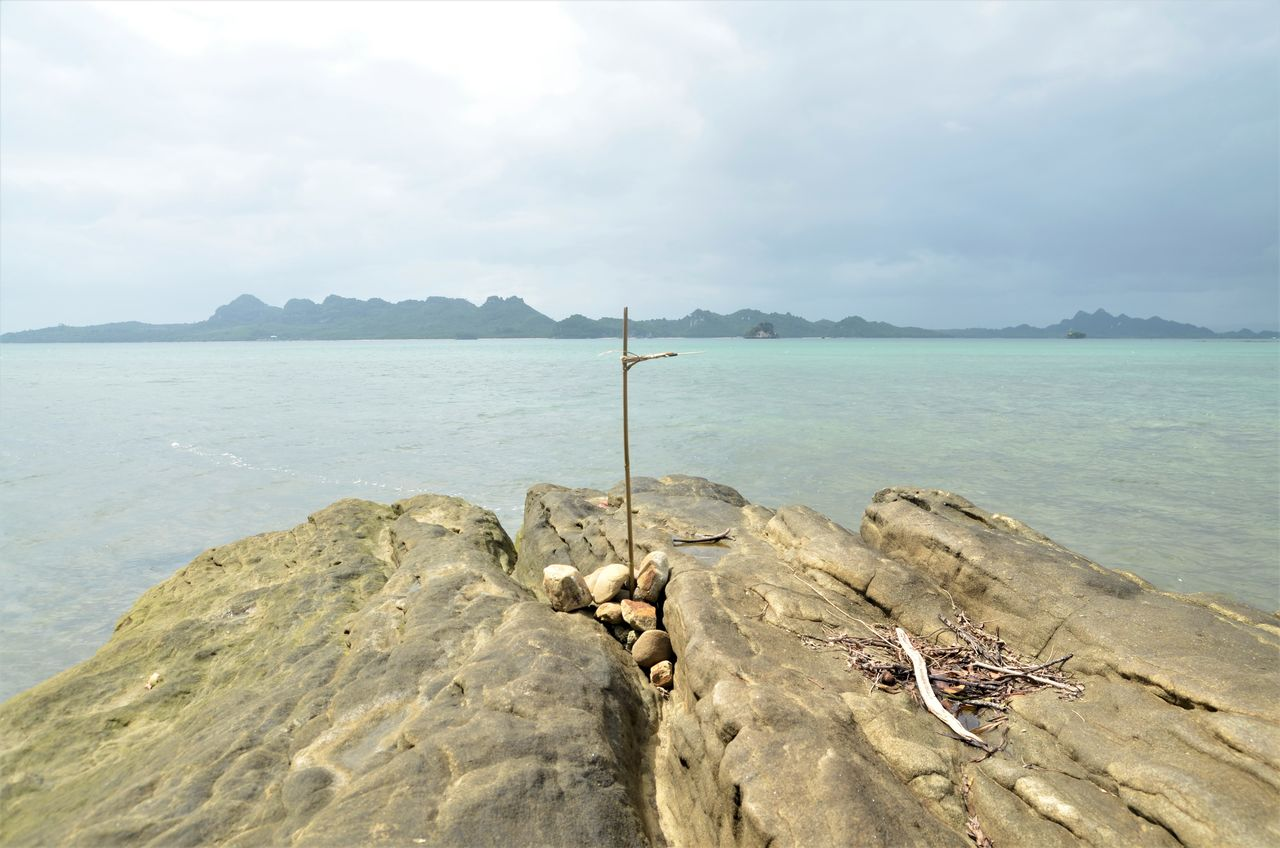 not really sure the reason why there's something like this in here but most people told me that it was actually a cross for someone who died in that place Beach Miles Away Outing Quezon Quezon Province