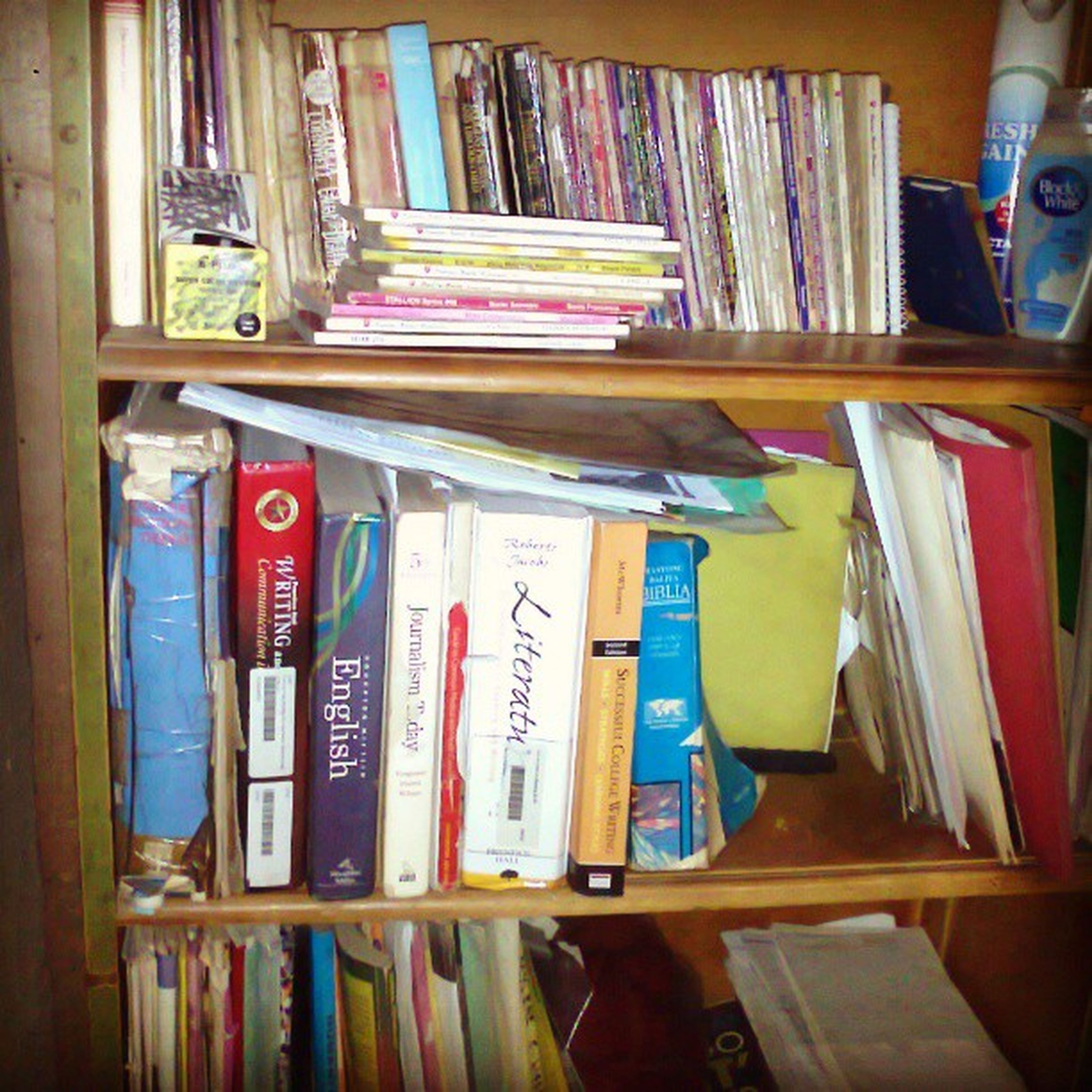 Knowlegde is power. But books are Jenjurikis (sakto ba ang spelling?) Hahahaha. Books are weapons, just like Naruto. Hmm :-) Naruto Books Pocketbooks Precioushearts luannerice lincolnchild douglaspreston mediastudies knowledge hahahaha m2m collection