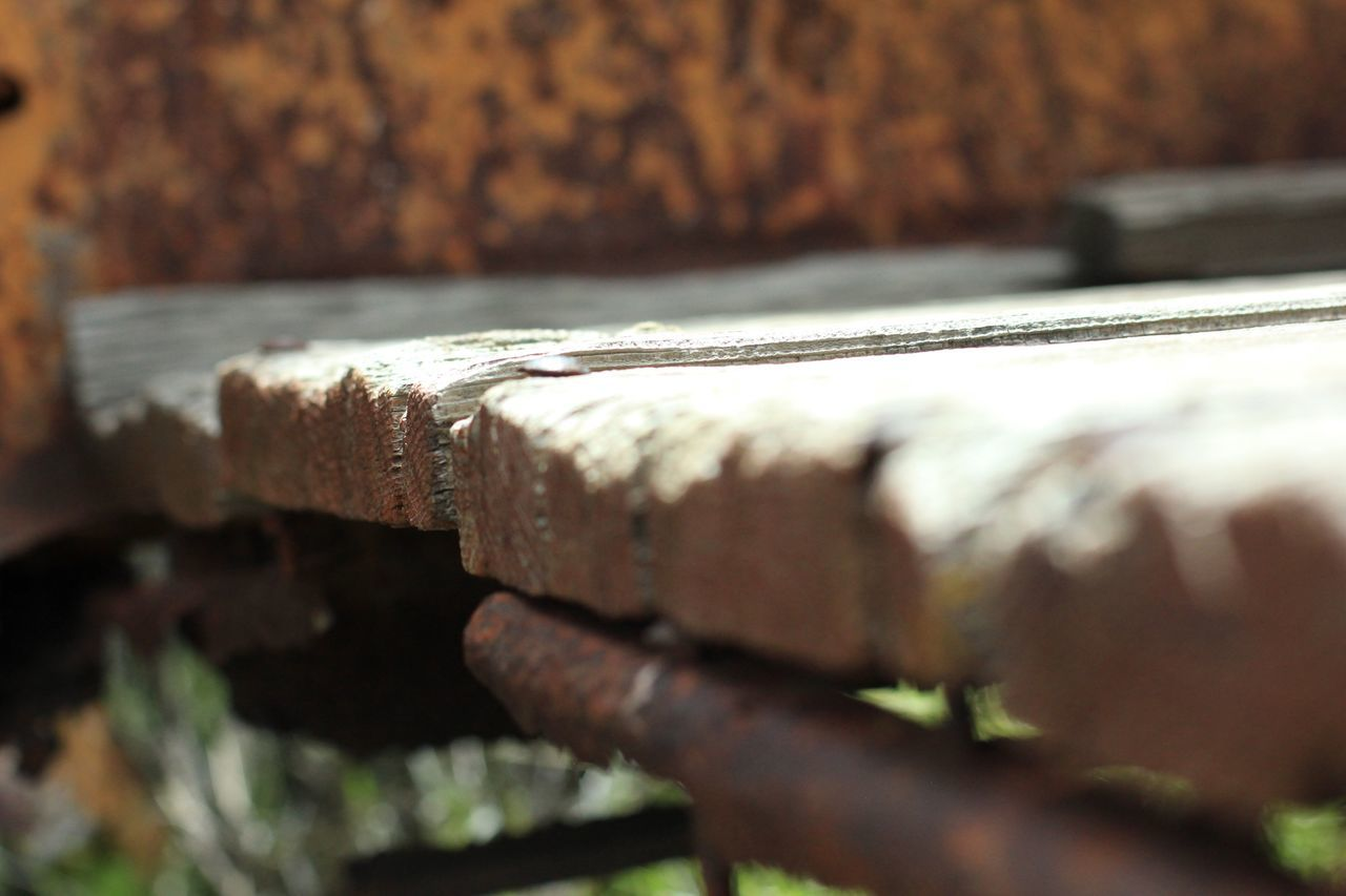 selective focus, close-up, wood - material, no people, rusty, textured, day, outdoors