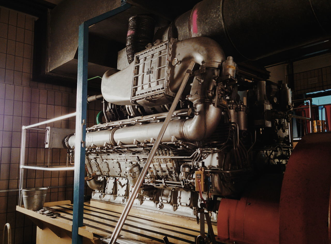 Big boys ❤️‍ big toys. Meet this 1800hp beast which keeps the city's 💧 running even when the ⚡️ is down. #bigboytoy #Blackout #emergency #engine #engineering #EngineRoom #power Factory Machinery