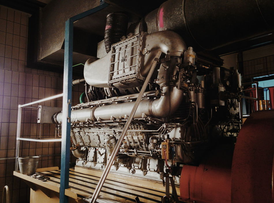 Big boys ❤️ big toys. Meet this 1800hp beast which keeps the city's 💧 running even when the ⚡️ is down. #bigboytoy #Blackout #emergency #engine #engineering #EngineRoom #power Factory Machinery