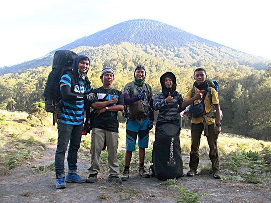 Team Gabungan :v @rianaandan @asepabdulrahman Outdoor Id_pendaki Bacpacker Teamgabungan Topmountain Mountainexplorer